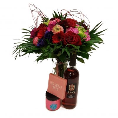 Buket med rose, chokolade og vingummi