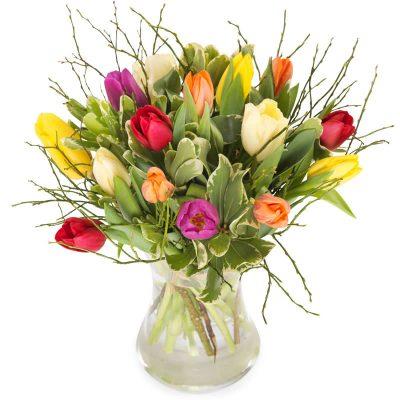 blandede tulipaner med lækkert grønt