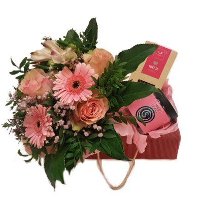 Rosa-gavepose-med-buket