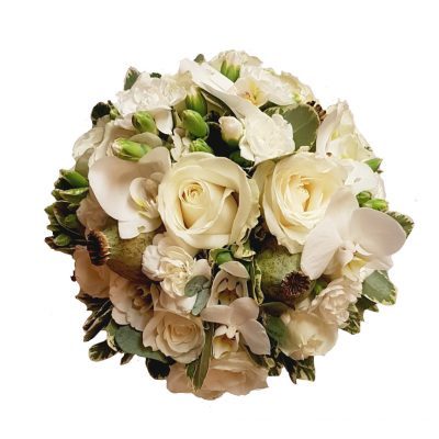 Hvid brudebuket med lækre blomster der passer til ethvert bryllup, engel og stadig noget særligt.