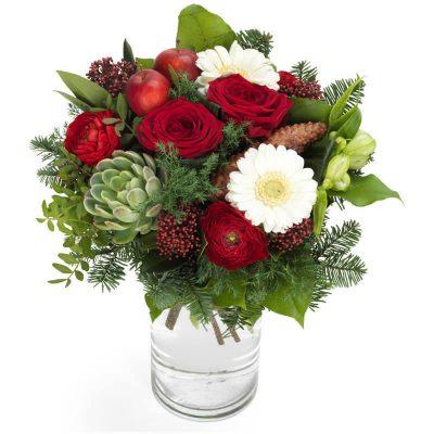 juleskov , julebuket i røde og hvide farver, med kogler, husløg og andre lækkerier fra skoven