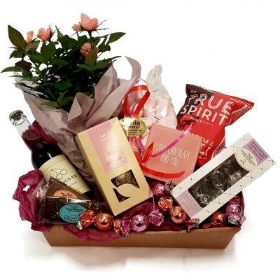 Send en sød og charmerende gavekurv med forskellige lækkerier