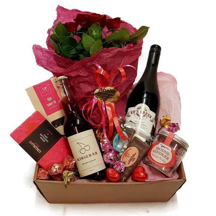 Send en gavekurv med vins, chokolade og andre lækkerier