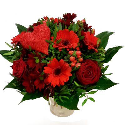 rød valentines buket med roser og hjerte